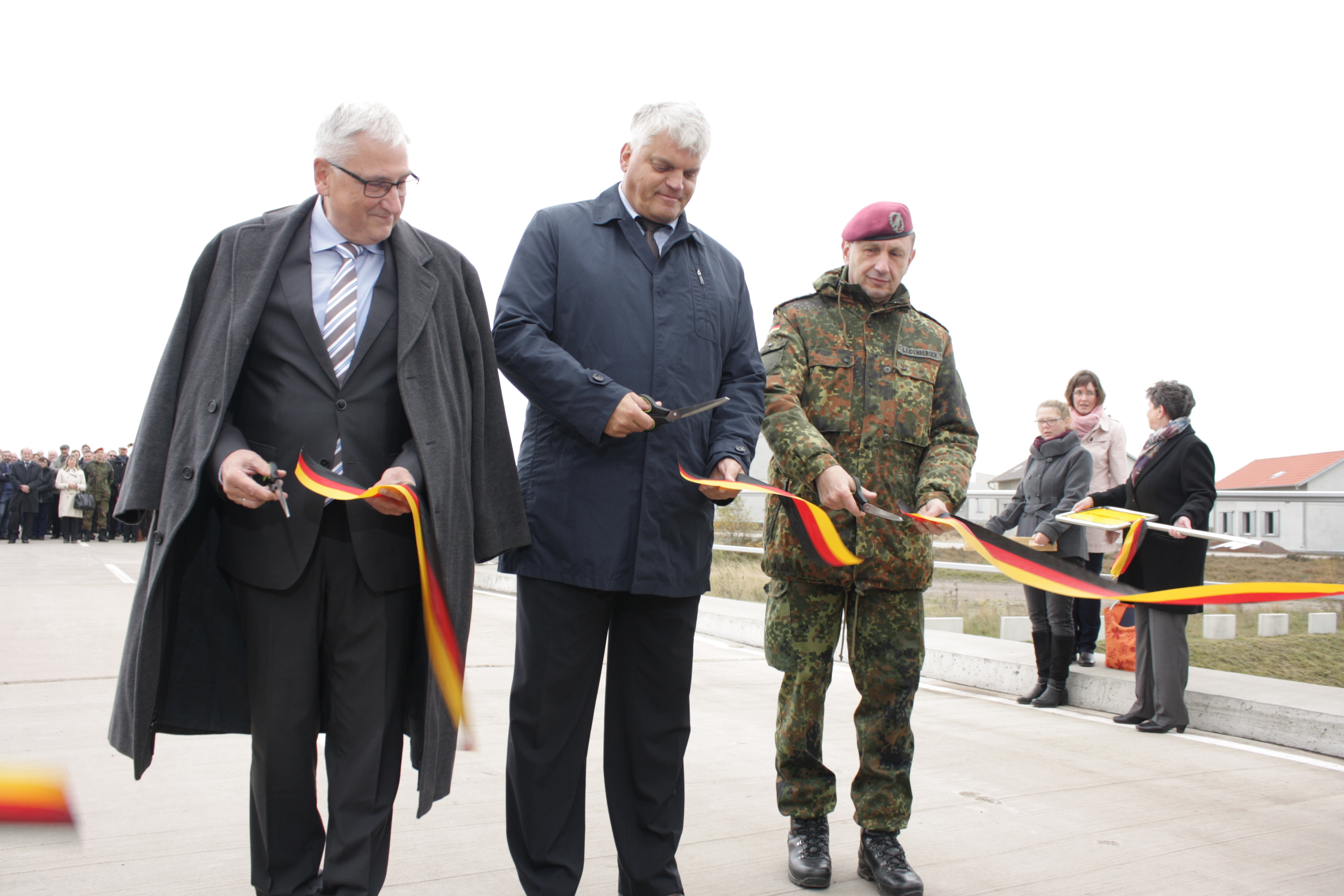 Inauguration ceremony with state Michael Richter, state secretary of Saxony-Anhalt, Markus Grübel state secretary MoD and lieutnant-general Frank Leidenberger, heaf of land forces innovation-department (from left to right).