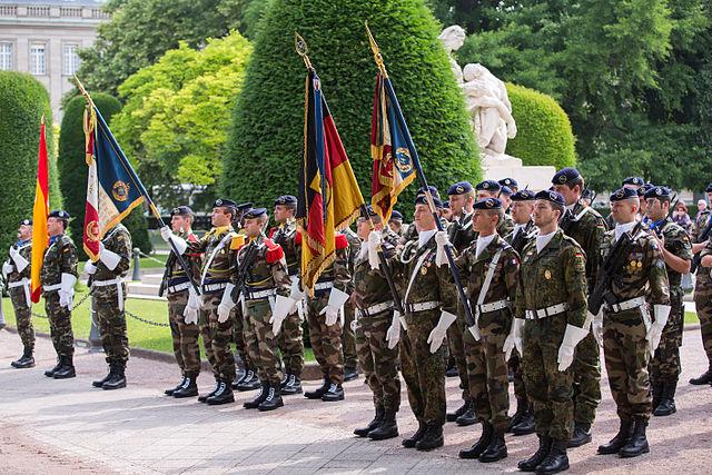 https://de.wikipedia.org/wiki/Europaarmee#/media/File:Eurocorps_Strasbourg_passage_de_commandement_28_juin_2013_14.jpg